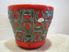 1950s 1960s Planter Cache Pot – Jopeko 160/15 – Vintage Mid Century Modernist German Pottery – Fat Lava – Geometric Relief – Red Black Green von everglaze auf Etsy