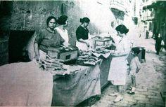 Venta de mazorcas de maíz asadas en la plaza del Carmen