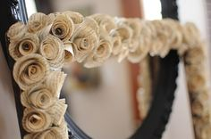 I can't stop crafting: Rolled Paper Rosette Frame Crafts To Do, Paper Crafts, Diy Crafts, Diy Paper, Paper Rosettes, Paper Flowers, Cuadros Diy, Diy Mirror, Mirror Ideas