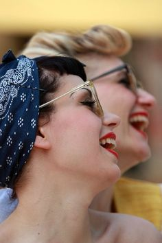 Two smiling, lovely bespectacled vintage loving ladies. #vintage #fashion #glasses