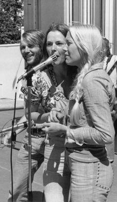 Blonde Singer, Abba Mania, Gas Pumps, Rock Legends, Pop Rocks, Female Singers, The Beatles, Rock N Roll, Musicals
