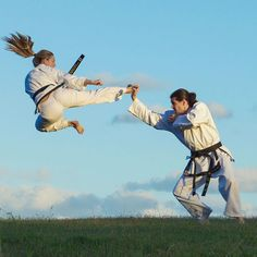 Fantastic flying kick Female Martial Artists, Martial Arts Women, Michelle Yeoh, Karate Girl, Girl Fights, Action Poses, Taekwondo, Judo, Boxing