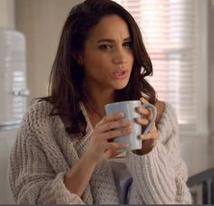 Rachel Zane's oversized cable knit sweater - I neeeeed this for winter! <3
