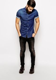 Por qué es posible combinar mocasines cafés oscuros con jeans? Aprende las reglas de una vestimenta casual y elegante.