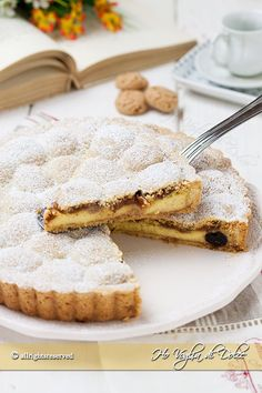Amaretti tart, cream and sour cherry recipe Italian Cake, Italian Desserts, Sweet Desserts, Sweet Recipes, Dessert Recipes, Sweet Pie, Sweet Tarts, Cake Cookies, Cupcake Cakes