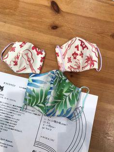 手作りマスクの作り方です | キャシー中島オフィシャルブログ「キャシーマムのパワフル日記」Powered by Ameba Diy And Crafts, Arts And Crafts, Textiles, Diy Face Mask, Mask Design, Pretty Woman, Sewing Crafts, Quilts, Handmade