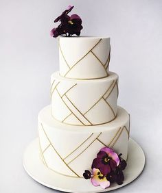 Floral Wedding Cakes White and gold wedding cake. White Wedding Cupcakes, White And Gold Wedding Cake, Purple Wedding Cakes, Elegant Wedding Cakes, Cool Wedding Cakes, Elegant Cakes, Beautiful Wedding Cakes, Wedding Cake Designs, Beautiful Cakes