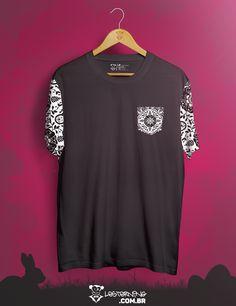 Nossa t-shirt #Abstract chegou quietinha, conceitual, discreta, usando um pretinho básico... E conquistou o❤️todos!    Curtiu? Só clicar e levar 👉goo.gl/sJF14v