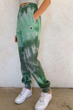 Mar 2020 - Billie Vintage Tie Dye Sweatpants – Rebelflow Casual Friday Outfit, Tie Dye Fashion, Look Fashion, Korean Fashion, Sporty Fashion, Ski Fashion, Sporty Chic, Fashion Trends, Sweatpants Outfit Lazy