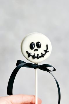 Simple Oreo Pops decorated for Halloween -- Spider Oreo Pops, Skeleton Oreo Pops, Frankenstein Oreo Pops, and Monster Oreo Pops I Video Tutorial Included