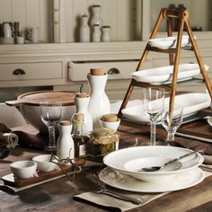 En hiver, le brunch s'impose comme le plus réconfortant des repas. Passage en revue de la vaisselle à se procurer pour une déco de table pratique et réussie.