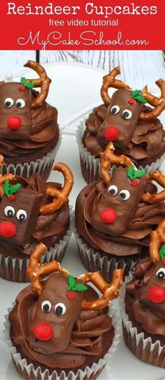 Free tutorial for these CUTE Reindeer Cupcakes! Learn how to make these adorable… Free tutorial for these CUTE Reindeer Cupcakes! Learn how to make these adorable Reindeer candy bar cupcakes for your Christmas parties! via My Cake School Christmas Cupcakes Decoration, Holiday Cupcakes, Holiday Desserts, Holiday Recipes, Cupcake Recipes, Cupcake Cakes, Food Cakes, Rose Cupcake, Gourmet Cupcakes
