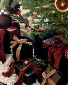 Top 10 Christmas Movies, Christmas Tea, Plaid Christmas, Christmas Images, Christmas Countdown, Christmas 2017, White Christmas, Vintage Christmas, Christmas Wreaths
