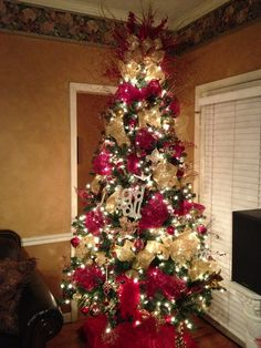 Our finished tree with deco mesh!!