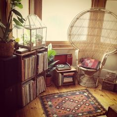 I don't like the chair, but the rest is cosy. I want that rug too!