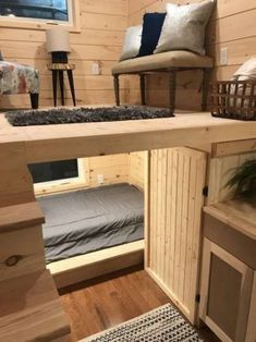 "22 & # ""Sweet Dream"" Reverse Loft Little House On Wheels By Incredible Tiny . 22 & # ""Sweet Dream"" Reverse Loft Little House On Wheels By Incredible Tiny Homes – # Source by Awesome Bedrooms, Cool Rooms, House Ideas, Tiny House Living, Rv Living, Small Living, Tiny House Shed, Living Rooms, Tiny House Closet"