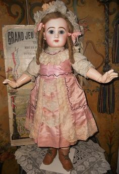 Pretty French Bisque Bebe by Jumeau Size 12. (item #1320309, detailed views)