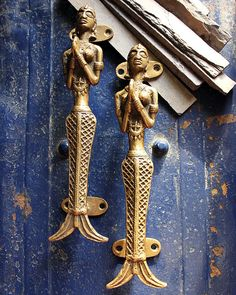 Handcrafted by artisans in Odisha, India, this pair of Vintage Brass Mermaid design door handles are casted in the style of tribal women with folded hands - Namaste - The traditional Indian way of saying welcome. Made from solid brass , the door handles are crafted by skilled artisans displaying the tribal craft and culture of Odhisa with their intricate detailing of style, design and imagination. These handles can easily be screwed onto any material made of wood or metal with 4 nails or…