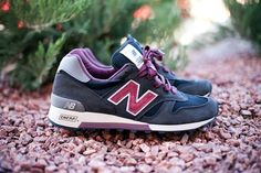 New Balance Fall/Winter 2012 Made in USA collection – the 1300. A smooth charcoal leather upper is mixed with tonal mesh and grape accents.