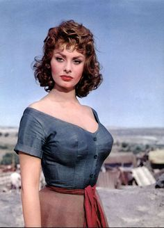 Sofia Villani Scicolone is known well for her stage name Sophia Loren. Sophia Loren is a popular actress in to Sofia wore for breast. Hollywood Stars, Hollywood Glamour, Old Hollywood, Divas, Carlo Ponti, Actrices Hollywood, Italian Actress, Brigitte Bardot, Classic Beauty