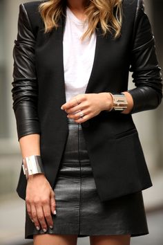leather and leather | blazer com mangas de couro e mini saia de couro.