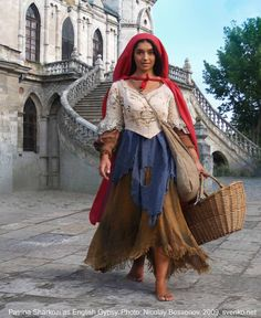 Picture taken by Russian artist Nicolay Bessonov at the Bykovo Neo Gothic church The girl is a Gypsy dancer called Patrina Sharkozi. Boho Gypsy, Bohemian Mode, Gypsy Style, Gypsy Decor, Hippie Style, Gypsy Girls, Gypsy Women, Vintage Gypsy, Mode Vintage