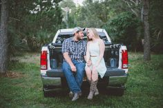 Fred Howard Park Country Engagement Session - Photo by Darin Crofton Photography - Click pin for more - www.orangeblossombride.com