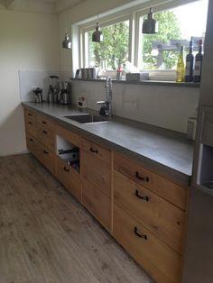 hoe maak je een betonnen aanrechtblad? Dirty Kitchen Design, Simple Kitchen Design, Industrial Kitchen Design, Kitchen Room Design, Kitchen Shop, Dining Room Design, Interior Design Kitchen, Kitchen Decor, Small Kitchen Organization