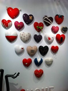 Beautiful ceramic hearts!!! Ceramic Wall Art, Hearts, Pottery, Crafty, Tips, Beautiful, Ideas, Nymphs, Jewels