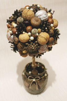 Chestnut decoration – the most beautiful ideas and DIY instructions for … – Wedding Favors Diy Home Crafts, Diy Craft Projects, Fall Crafts, Christmas Crafts Sewing, Christmas Diy, Pine Cone Decorations, Christmas Decorations, Pine Cone Christmas Tree, Acorn Crafts