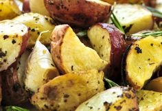 Greek Potatoes with Fresh Garlic and Lemons, a favorite for Side Dish Recipes in Greek Food. Roasted Potatoes covered with Fresh Herbs and drizzled with Olive Oil baked slowly in the oven. Greek Roasted Potatoes, Greek Potatoes, Dill Potatoes, Rosemary Potatoes, Russet Potatoes, Baked Potatoes, Daniel Fast, Potato Dishes, Potato Recipes