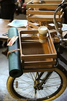 weekend project: pimping my wood bike basket with coffee holder and yoga mat straps. Made here by Bates Crates (Etsy) out of Olympia, WA. Velo Retro, Velo Vintage, Vintage Bicycles, Retro Roller, Velo Design, Velo Cargo, Coffee Holder, Bike Cup Holder, Cup Holders