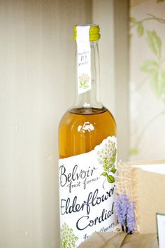 Elderflower Cordial cute and alcohol free drink for your wedding guests Photography by Naomi Kenton Photography / naomikenton.co.uk #wedding
