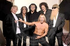 Mick Ralphs (Mott the Hoople Bad Company), Joe Perry (The Aerosmith), Tony Iommi (The Jethro Tull, The Black Sabbath), Brian May (The Queen), Billie Gibbons (The ZZ Top) and Iggy Pop...