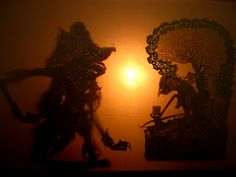 Wayang kulit in action, depicting the great Hindu epics of yesteryear    also Visit: http://the10kchallenge.com/promo.php?id=6=nazdabisnis