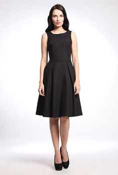 I <3 this Retro style poplin dress from eShakti.  Blank canvas.  The accessories I'm imagining with this are endless.