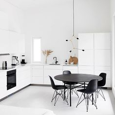Love the gorgeous kitchen of 👈🏻 Menu Franklin chandelier available in our sale 💫 Monochrome Interior, Gray Interior, Office Interior Design, Interior Decorating, Lets Stay Home, Minimalist Home Interior, Stylish Home Decor, Home And Living, Living Room Decor