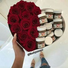 Red roses and delicious Nutella in a heart shape box. How romantic? Diy Birthday, Birthday Gifts, Cadeau Couple, Flower Boxes, Flowers, Chocolate Bouquet, Candy Bouquet, Bouquet Box, Diy Art