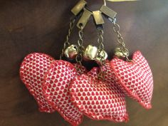 Tablecloth Weights, Wine Charms, Things To Do, Valentines, Diy Crafts, Quilts, Christmas Ornaments, Holiday Decor, Hair Style