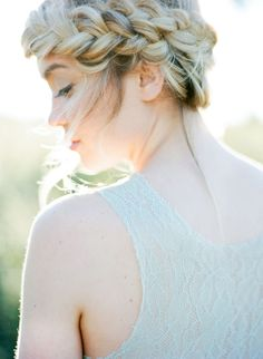 Click to uncover the perfect wedding hairstyle for your face shape and wedding gown.