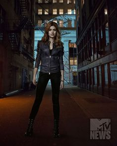#shadowhuntersseason2 #claryfray  Loving Clary's look for season 2!!!!!