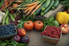 This Health Program Will Write You a Rx for Vegetables Whole Foods, Whole Food Recipes, Healthy Recipes, Jar Recipes, Healthy Foods, Dieta Paleo, Fresh Fruits And Vegetables, Fruit And Veg, Photo Fruit