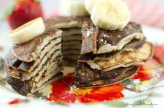 2 Ingrediente Banana Pancakes - tan fácil de hacer!  Todo lo que necesita es 2 huevos y un plátano en una licuadora!  Eso es.  Ellos son sin gluten y es tan delicioso.
