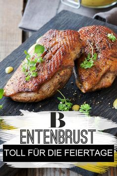 Entenbrust: Der Festschmaus für die Feiertage Duck breast: The best recipes and tips. The meat tender and the skin crispy – that's how we love duck breast! The delicious roast crowns the feast and is also very lightly prepared. Healthy Chicken Recipes, Easy Healthy Recipes, Meat Recipes, Crockpot Recipes, Vegetarian Recipes, Easy Meals, Healthy Eating Tips, Clean Eating Recipes, Holiday Recipes