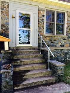 In this article, you'll find over 45 different porch handrail ideas all built with Kee Klamp fittings and pipe. By the end, you'll be ready to build a railing system of your own. Porch Step Railing, Porch Handrails, Exterior Stair Railing, Front Porch Stairs, Pipe Railing, Outdoor Stair Railing, Iron Handrails, Porch Steps, Front Steps