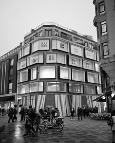 Illum dept. store renewed facade ❤amazing❤ @prada #copenhagen #architecture #architecturelovers #brand #branding #design #designer #bw #blackandwhite #blackwhitephoto #monochrome #twilight