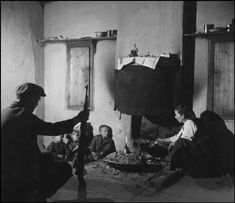 Child victims of any war .Seymour's Children of War-greece - Lefteria Henri Cartier Bresson, Guernica, Frente Popular, Greece Photography, Magnum Photos, Major Events, Cool Eyes, Historical Photos, Civilization