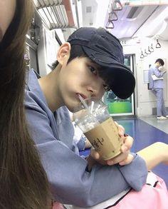 This ulzzang looks like Taehyung Korean Boys Ulzzang, Cute Korean Boys, Ulzzang Couple, Ulzzang Boy, Korean Men, Asian Boys, Korea Boy, Korean People, Story Instagram