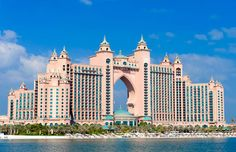 The Atlantis Hotel located on Palm Jumeirah in Dubai, United Arab Emirates (© Iain Masterton/Alamy)