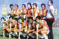 Esta fue la camiseta de 1977, cuando Junior alcanzó su primera estrella. Couple Photos, Couples, Football Equipment, Barranquilla, Stars, T Shirts, Sports, Couple Photography, Couple